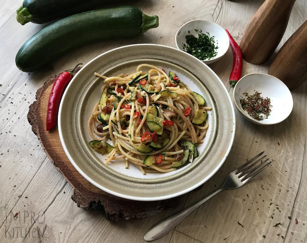 Spaghetti à la Aglio olio zcukinią