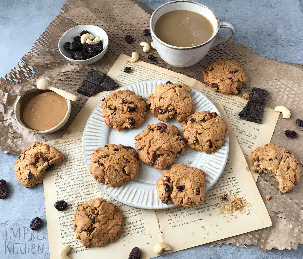 Ciasteczka orzechowe zbakaliami ikawą